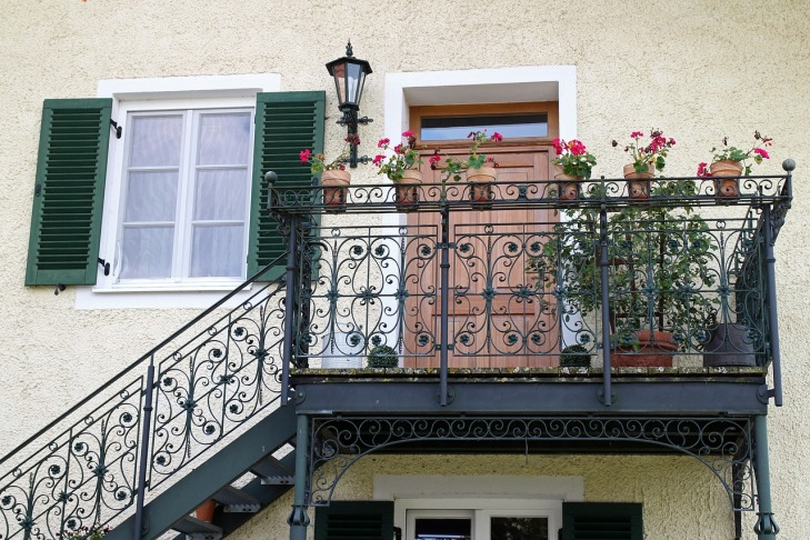 Balustrada kuta na balkonie