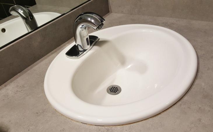 Bateria umywalkowa bezdotykowa