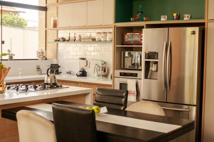 Jak urządzić małą kuchnię ze stołem