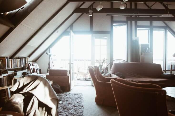 Sypialnia na poddaszu jak urządzić