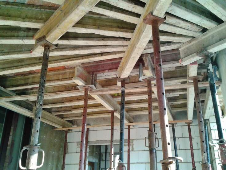 Więźba dachowa - jaki materiał wybrać