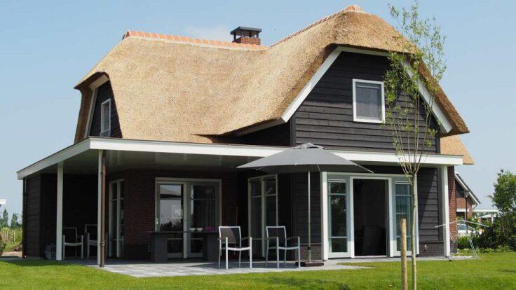 Czy drewniana elewacja w domu murowanym to dobry pomysł?