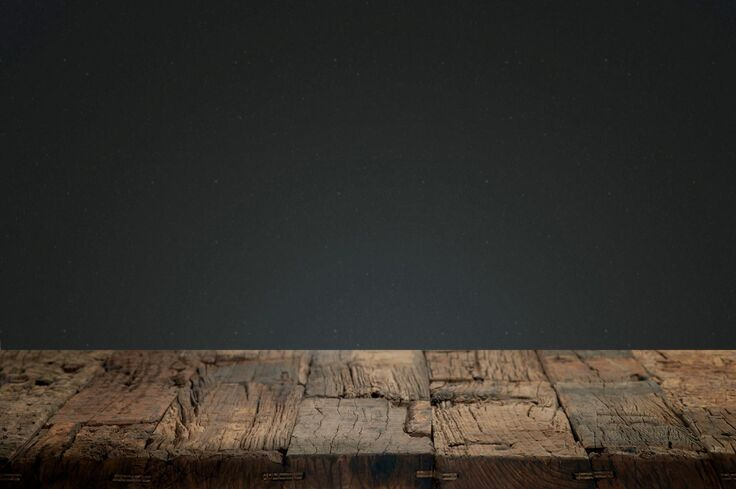 Ciemne deski na taras