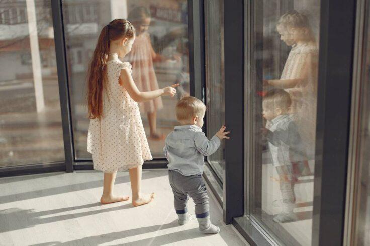 Jak dostosować domową przestrzeń do małego dziecka?