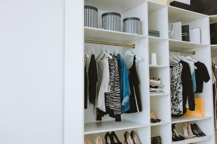 Jak urządzić garderobę na poddaszu?