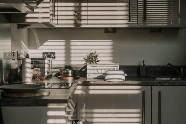 Jak zaprojektować kuchnię na poddaszu