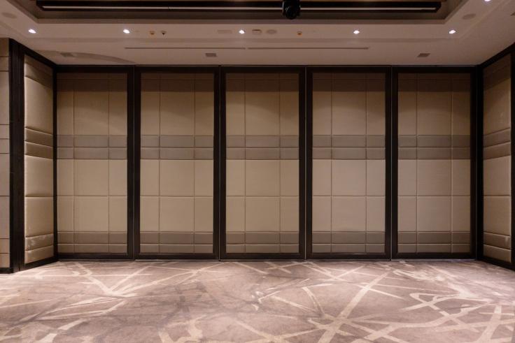 Panele akustyczne na drzwi