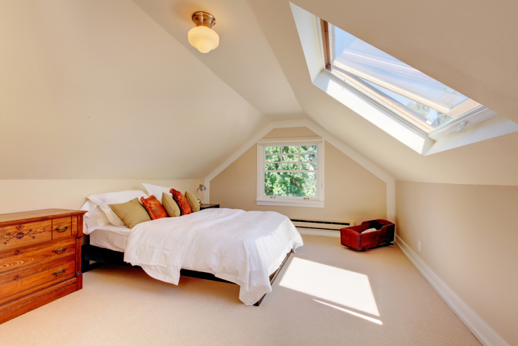 Sypialnia na niskim poddaszu