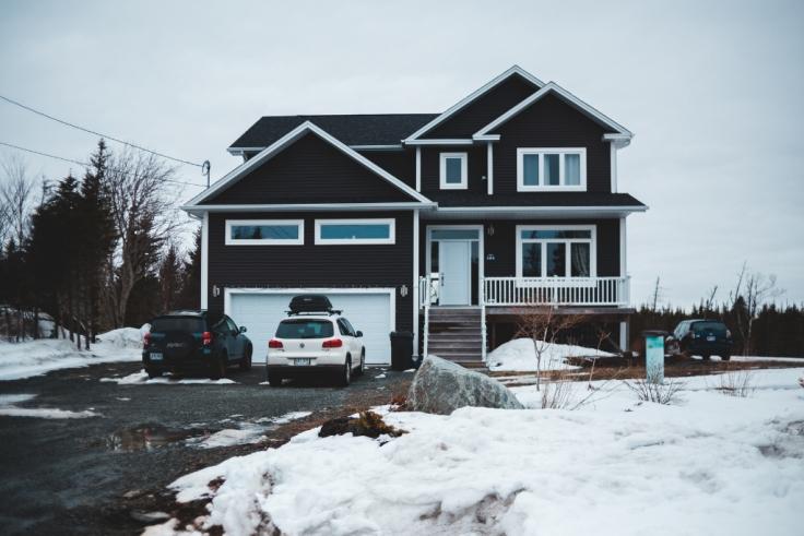 Budowa domu - jak zabezpieczyć dom na sezon zimowy?