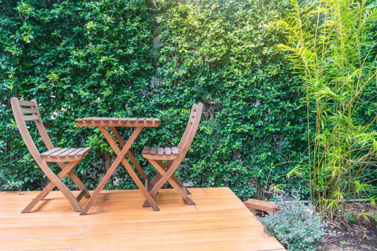Ogród z tarasem drewnianym