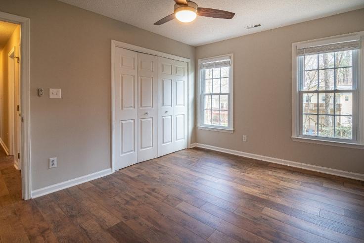Na co zwrócić uwagę, wybierając drewniane drzwi?