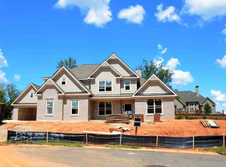 Jak ochronić dom przed wilgocią za pomocą instalacji drenażowej