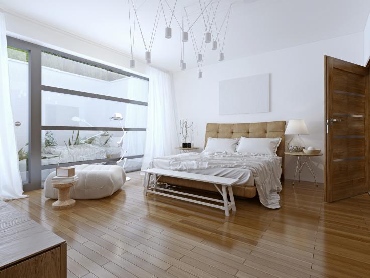Okno balkonowe w sypialni
